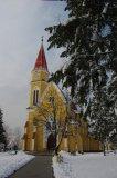 Priečelie farského kostola vo februári 2009